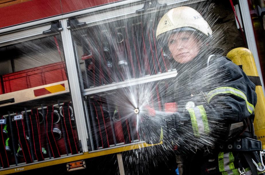 Lina Lelevičiūtė. Priešgaisrinė gelbėjimo tarnyba.