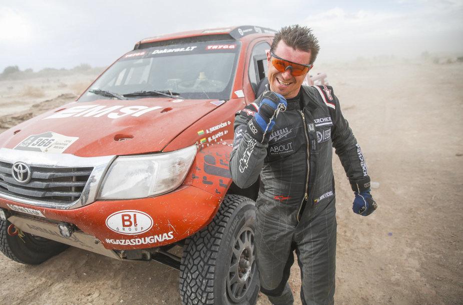 A.Juknevičiaus ir M.Slapšio ekipažas 10-ajame Dakaro ralio ruože