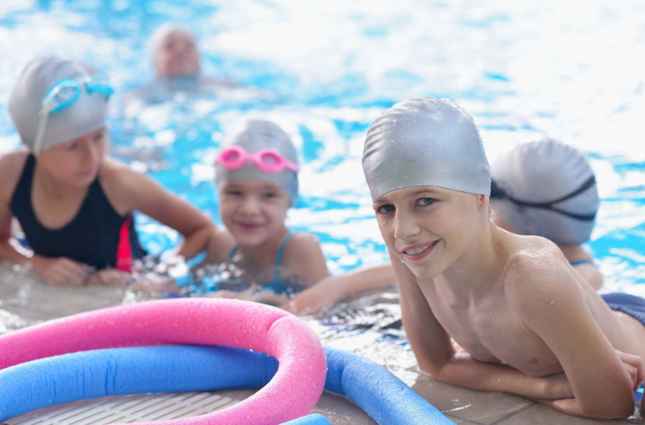 Vaikai baseine
