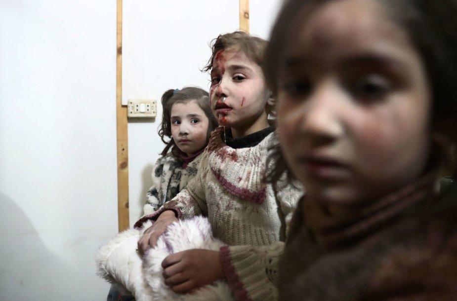 Civiliai traukiasi nuo Sirijos vyriausybės pajėgų