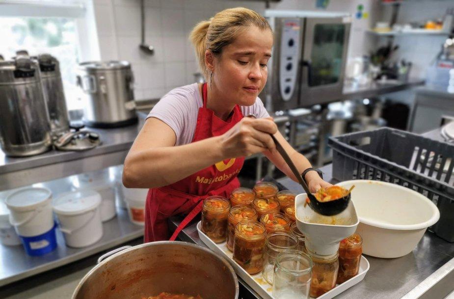 """""""Maisto banko"""" savanoriai: išmetamo maisto yra dar keturiskart daugiau, nei šiandien išdaliname"""