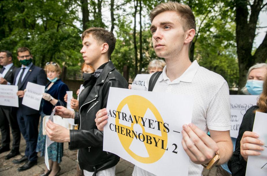 Piketas prie Latvijos ambasados