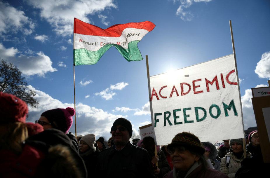 Vengrijoje mokslininkai protestavo prieš vyriausybės pastangas kontroliuoti jų finansavimą