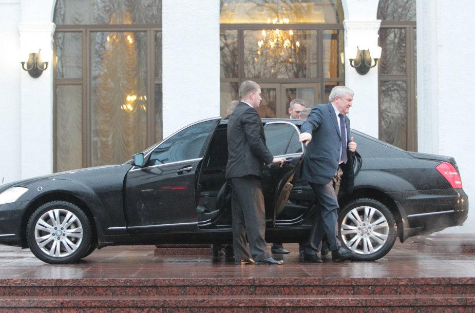Ukrainos ambasadorius Baltarusijoje Michailas Ježelis atvyko į trišales derybas Minske.