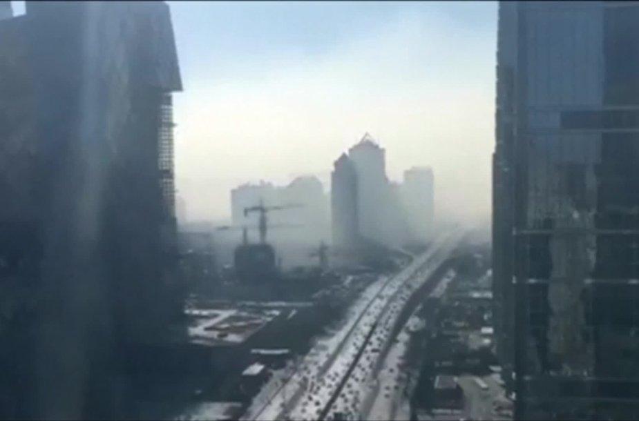 vaizdo-irasas-atkleidzia-kaip-pekina-apgaubia-smogas