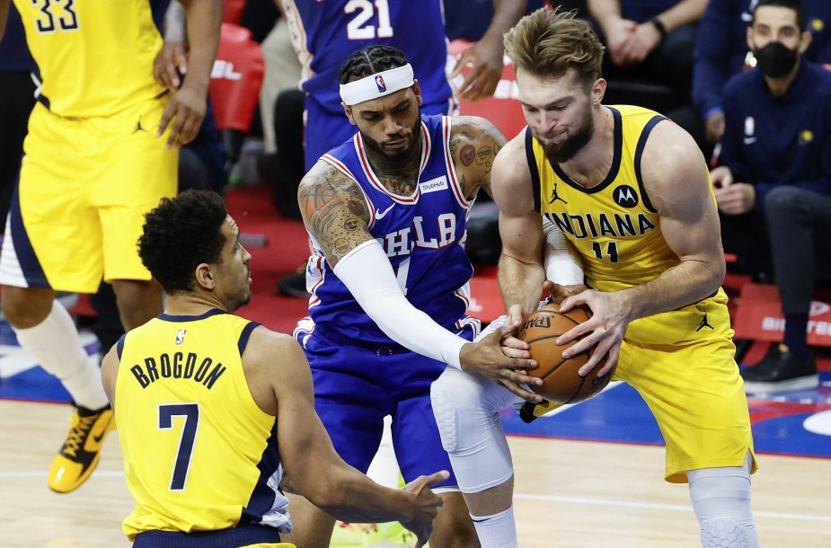 Domantas Sabonis ir Mike'as Scottas
