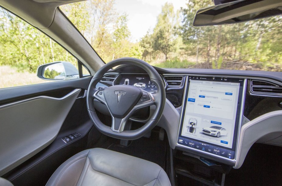 Tesla Model S 70 D