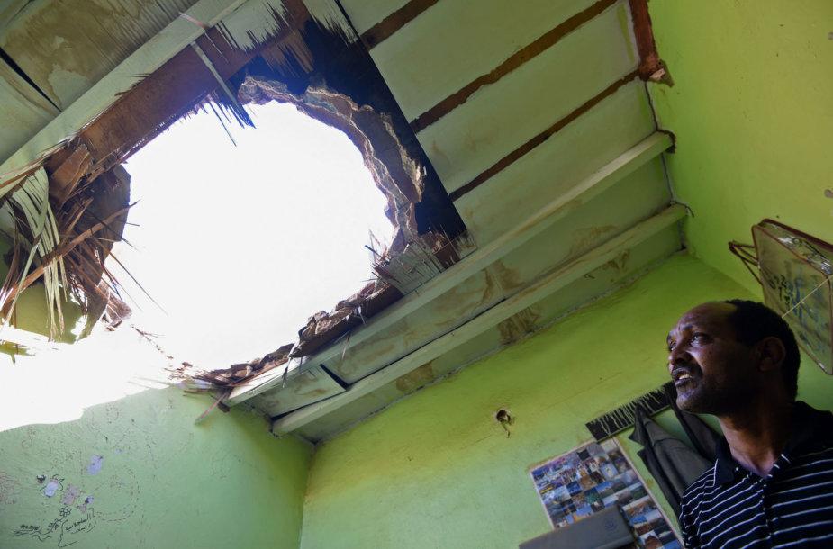 Jemeno sukilėlių paleistų raketų nuolaužų padaryta žala
