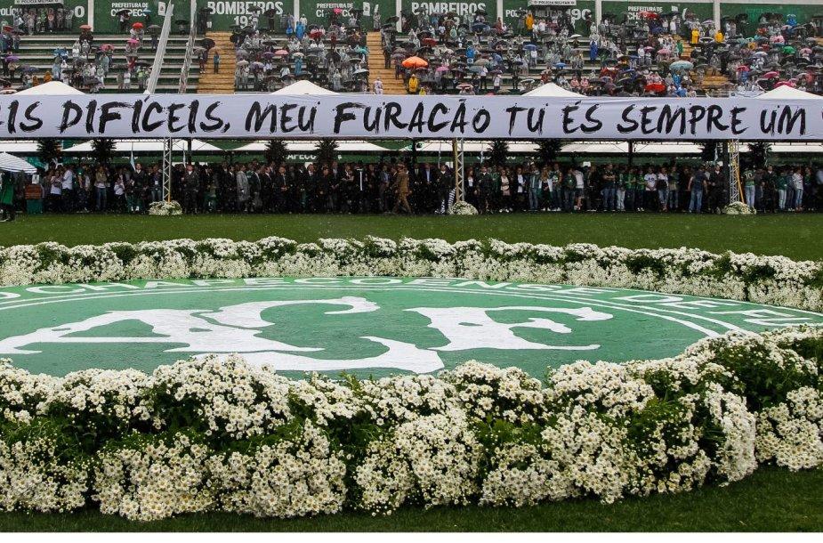 """Žuvusių """"Chapecoense"""" futbolininkų laidotuvės"""
