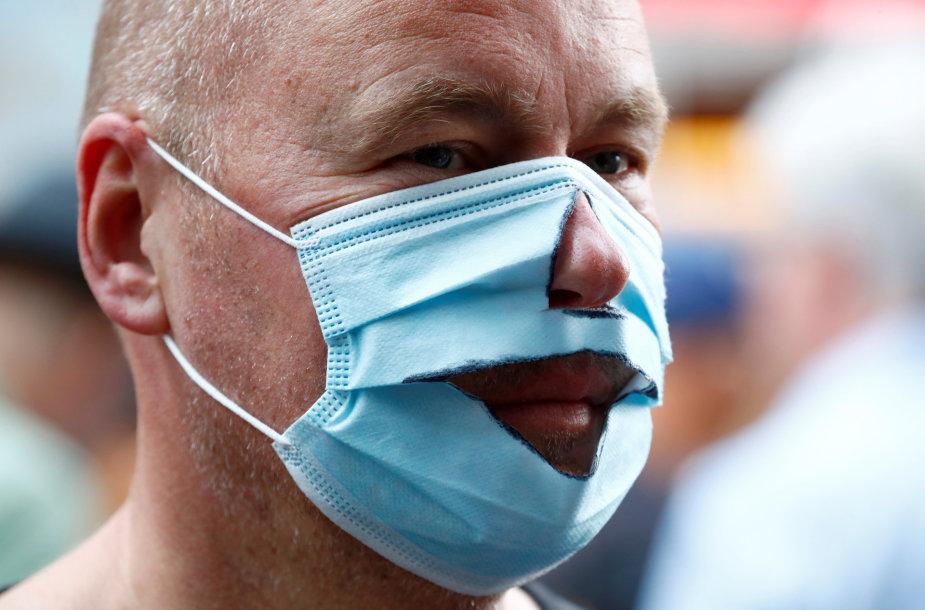 Berlyne žmonės protestuota prieš koronaviruso suvaržymus
