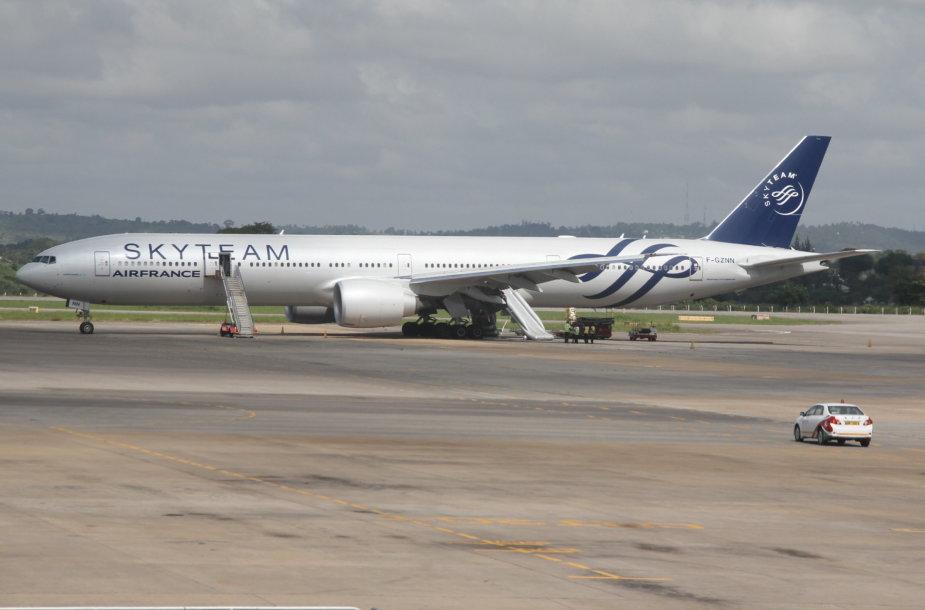 """""""Air France"""" lėktuvas skubiai leidosi Kenijoje"""