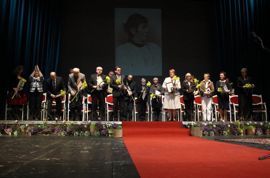 """Gabrielės Petkevičaitės-Bitės atminimo medalio """"Tarnaukite Lietuvai"""" laureatai"""