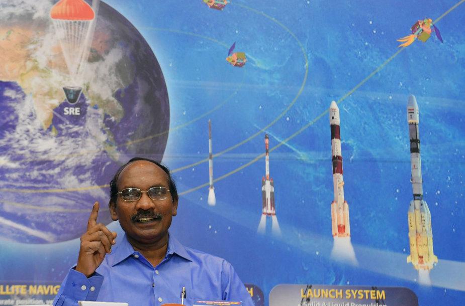 """Indijos kosmoso mokslininkas Kailasavadivoo Sivanas pristatinėja """"Chandrayaan 2"""" misiją į Mėnulį"""