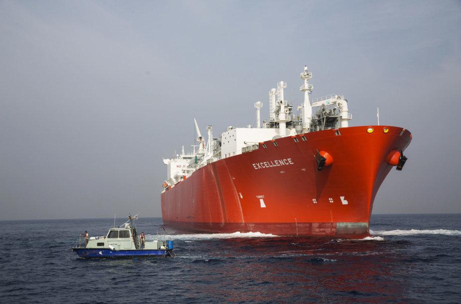 Suskystintas gamtines dujas gabenantis laivas
