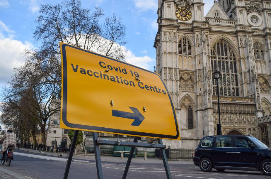 Vakcinavimo centras prie Vestminsterio abatijos Londone
