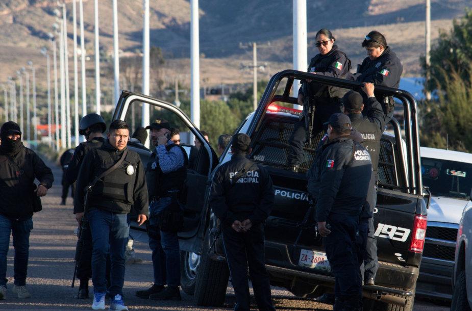 Meksiko pareigūnai prie kalėjimo, kuriame kilo riaušės