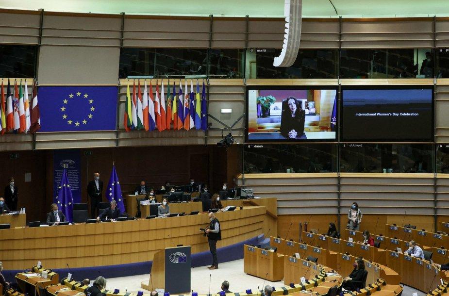 Europos Parlamento salės ekrane matoma Naujosios Zelandijos premjerė Jacinda Ardern