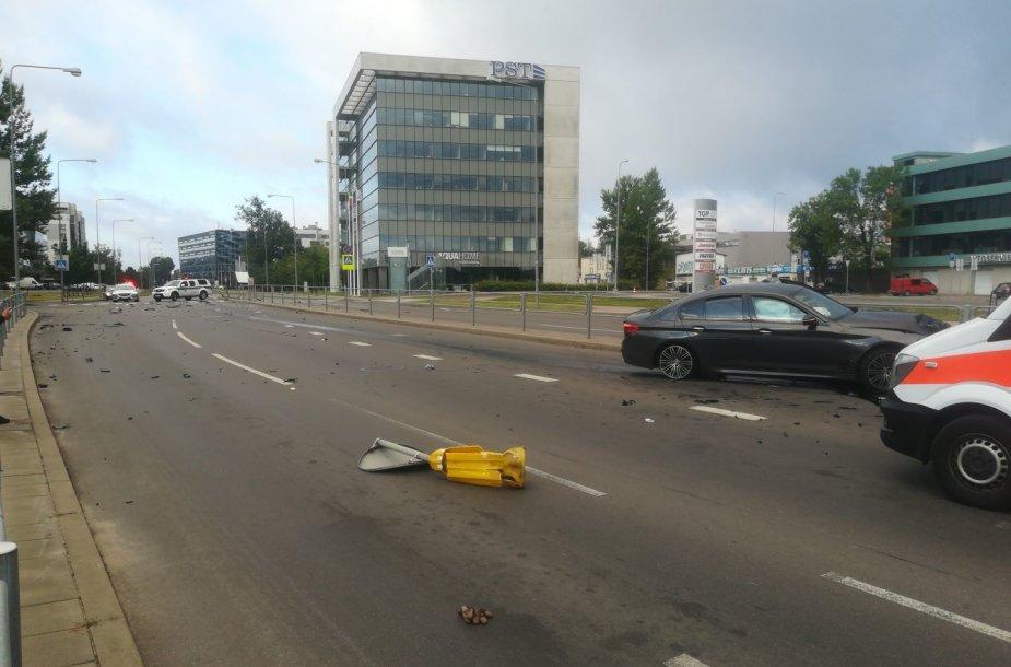 BMW avarija Vilniaus Ulonų gatvėje