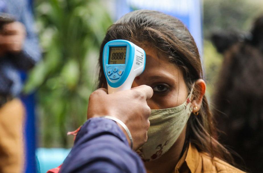 Temperatūros patikrinimas Indijoje