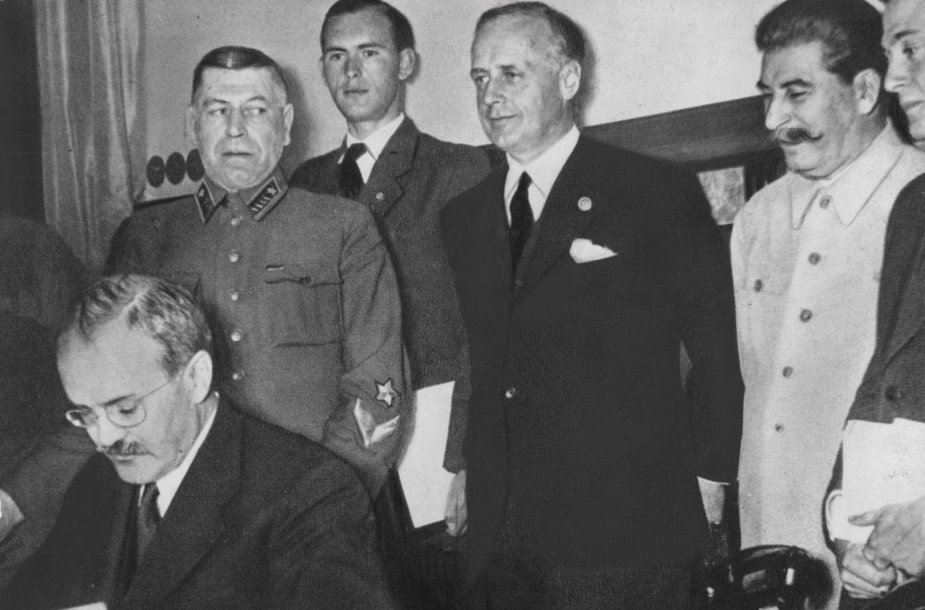 Molotovo-Ribbentropo pakto pasirašymas Maskvoje