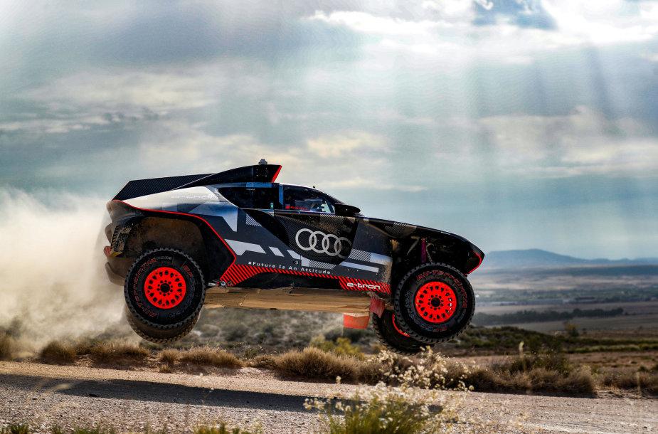 Audi RS Q e-tron dakariniai testai netoli  Saragosos