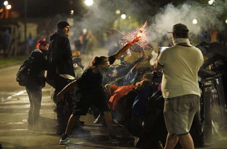 Protestuotojai Kenošoje