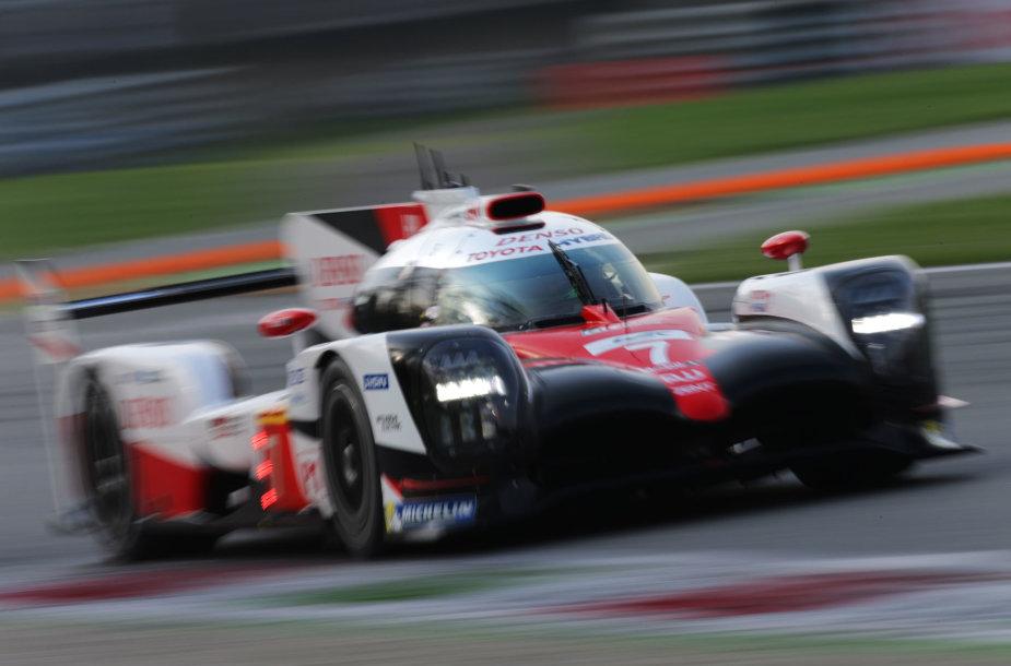 """""""Toyota Gazoo Racing"""" komanda Silverstouno trasoje lenktyniaus nauju hibridu"""
