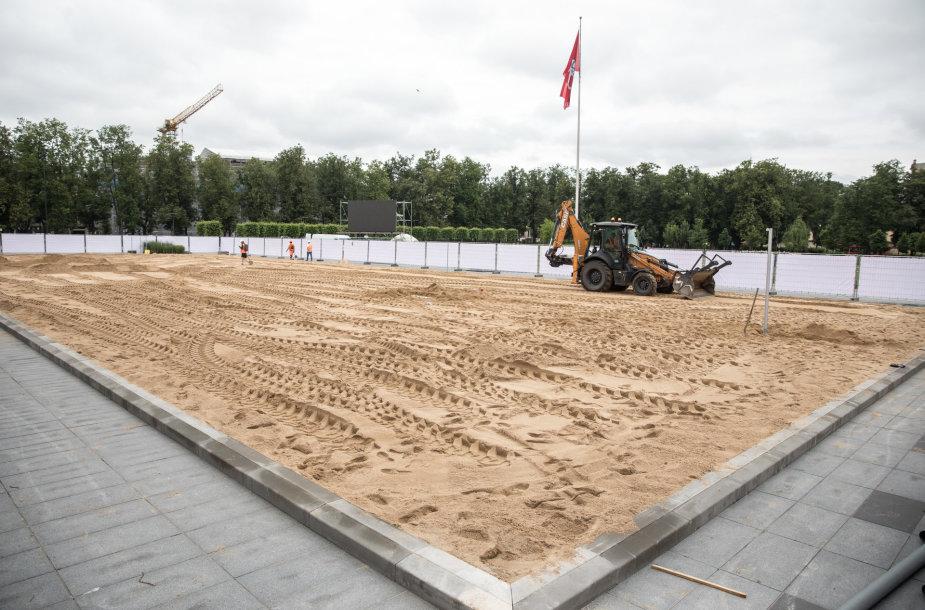 Lukiškių aikštėje bus pristatytas dirbtinis paplūdimys