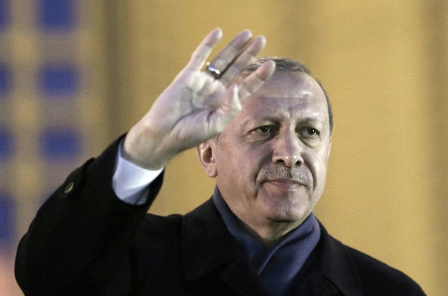 R.T.Erdoganas Vakarams sako nesikišti į Turkijos reikalus
