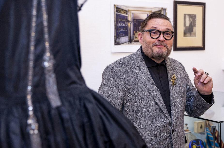 """Aleksandro Vasiljevo kolekcijos paroda """"Paryžiaus mados magai. 1920–1999 m."""""""
