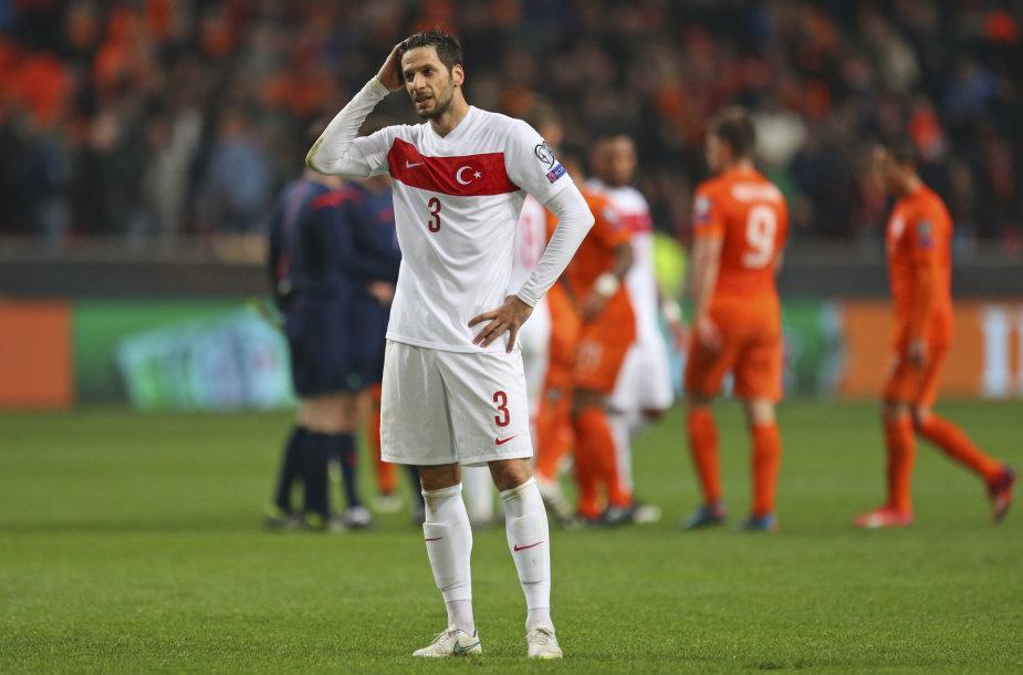 Turkijos futbolininkai iš rankų išleido pergalę mače su olandais