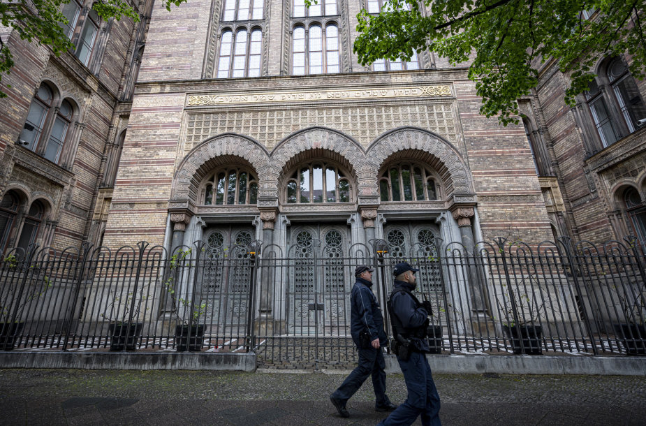 Policija prie sinagogos Berlyne