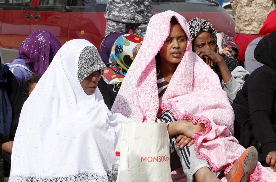 Nelegalūs imigrantai pabėgėlių centre Libijos sostinėje Tripolyje