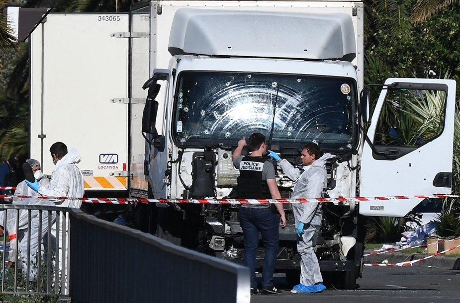Sunkvežimis, kuriuo Mohamedas Lahouaiejus Bouhlelis pražudė 86 žmones