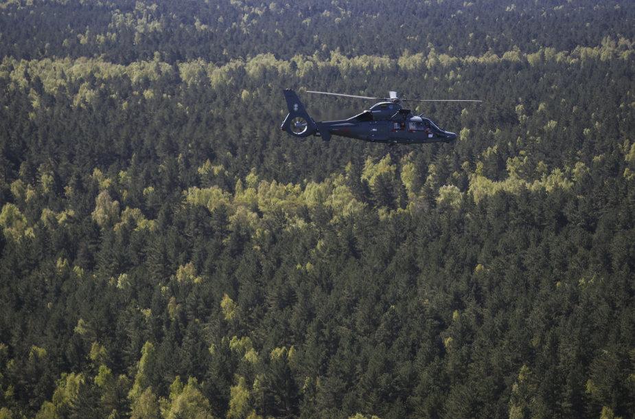 """Karinių oro pajėgų sraigtasparnis AS-365 """"Dauphin"""""""