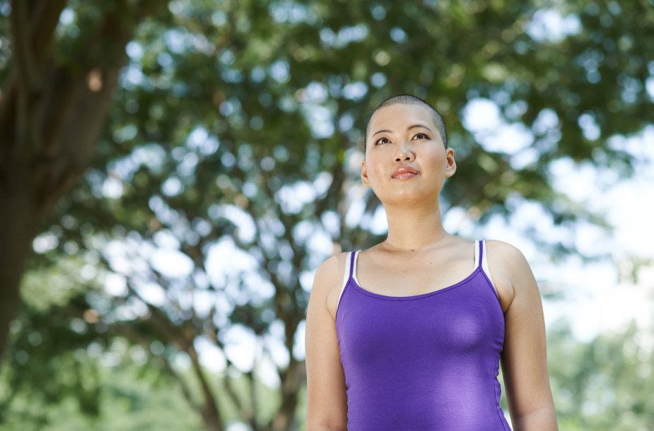 Vėžį išgyvenusi moteris