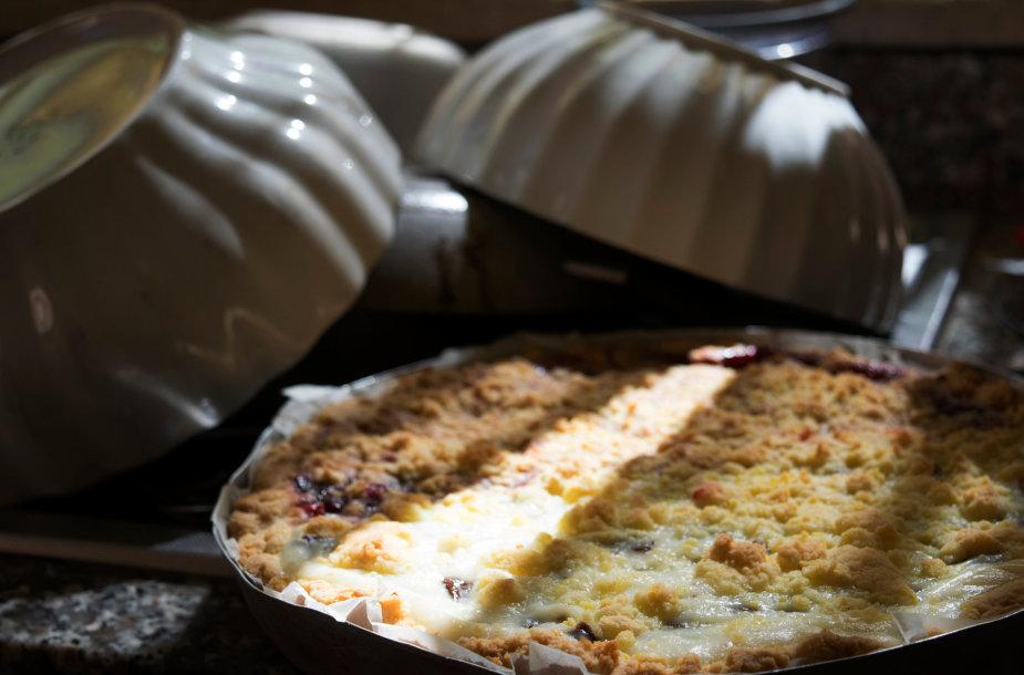 Pyragas su svarainių džemu