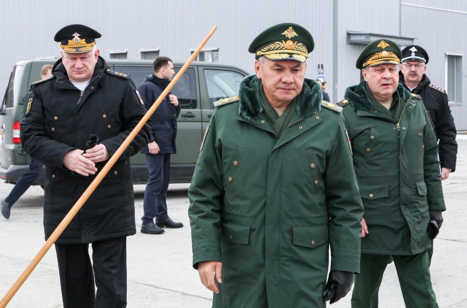 Sergejus Šoigu (viduryje)