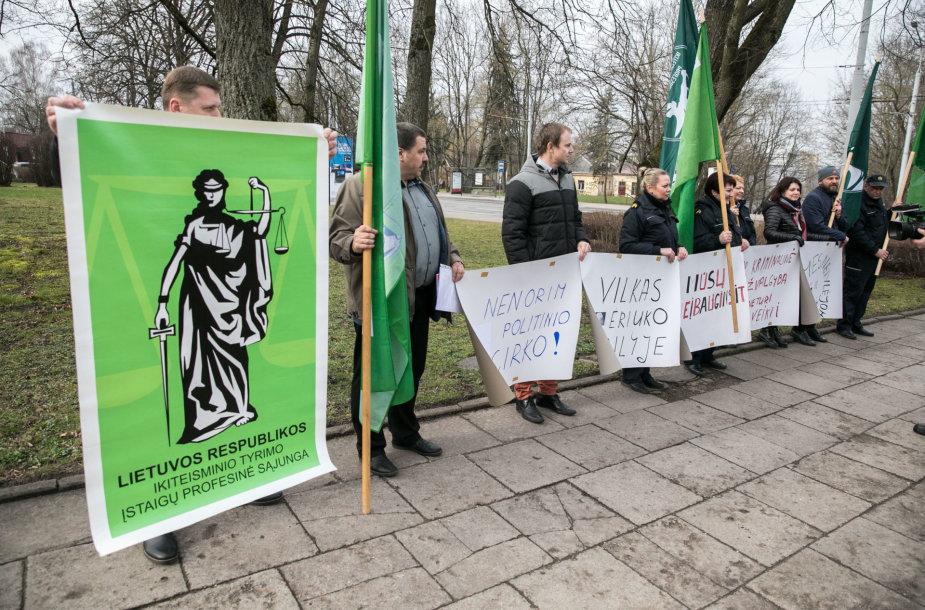 Protesto akciją prie Kalėjimų departamento