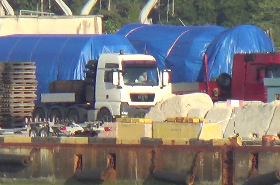 """""""Reuters"""" užfiksavo greičiausiai """"Siemens"""" dujų turbinas Feodosijos uoste Kryme"""