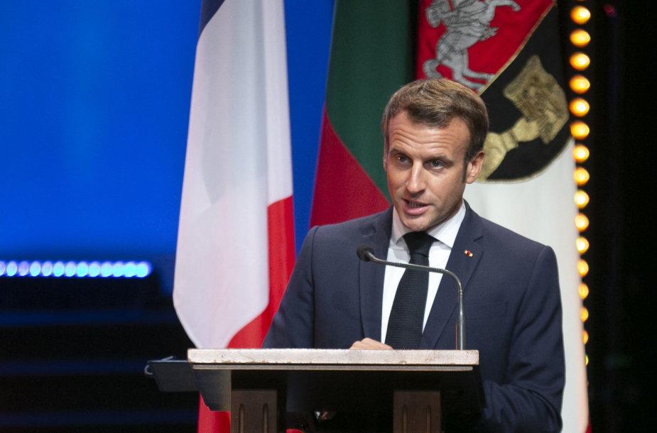 E.Macronui suteiktas VU garbės daktaro vardas