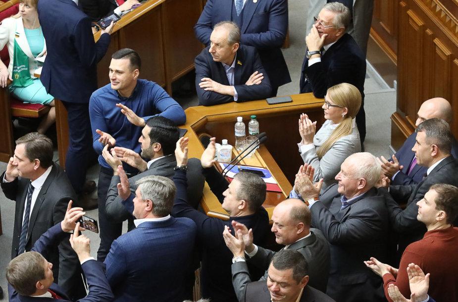 Ukrainos parlamentas per pirmąjį svarstymą pritarė žemės pardavimo draudimo atšaukimui