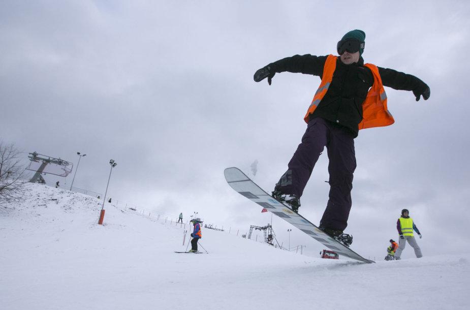 Pirmą žiemos dieną atsidarė Liepkalnio slidinėjimo trasa