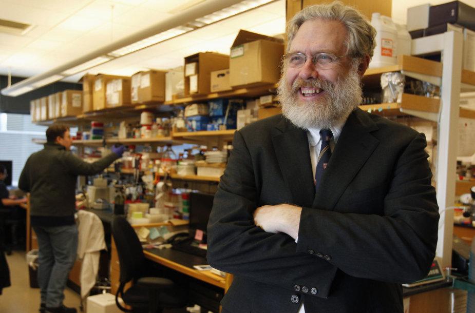 Harvardo universiteto biologijos profesorius George'as Churchas