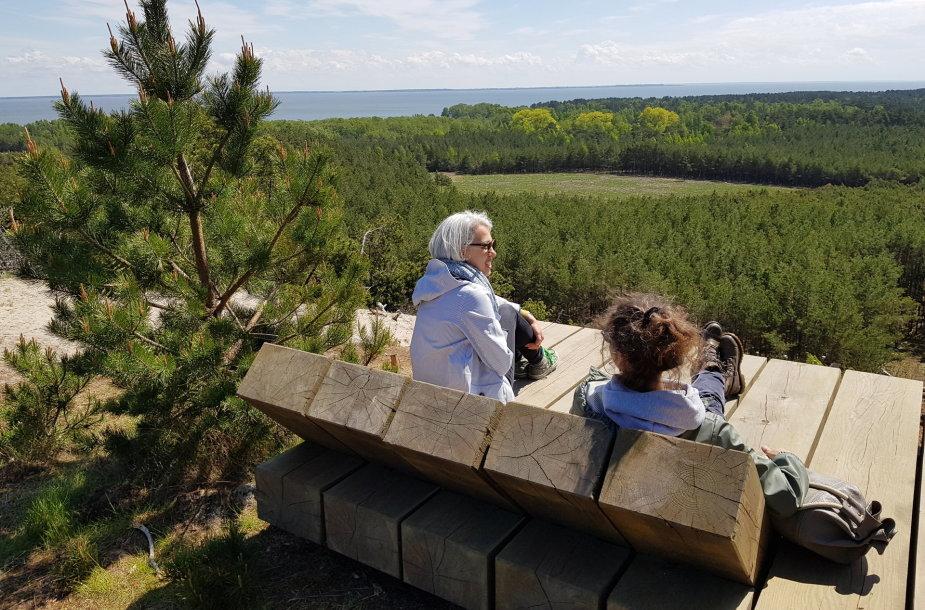 Poilsio oazės su mediniais gultais Neringoje