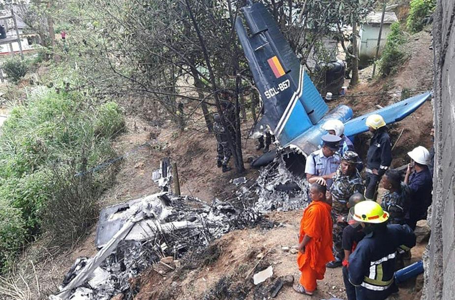 Šri Lankoje sudužus kariniam lėktuvui žuvo keturi žmonės