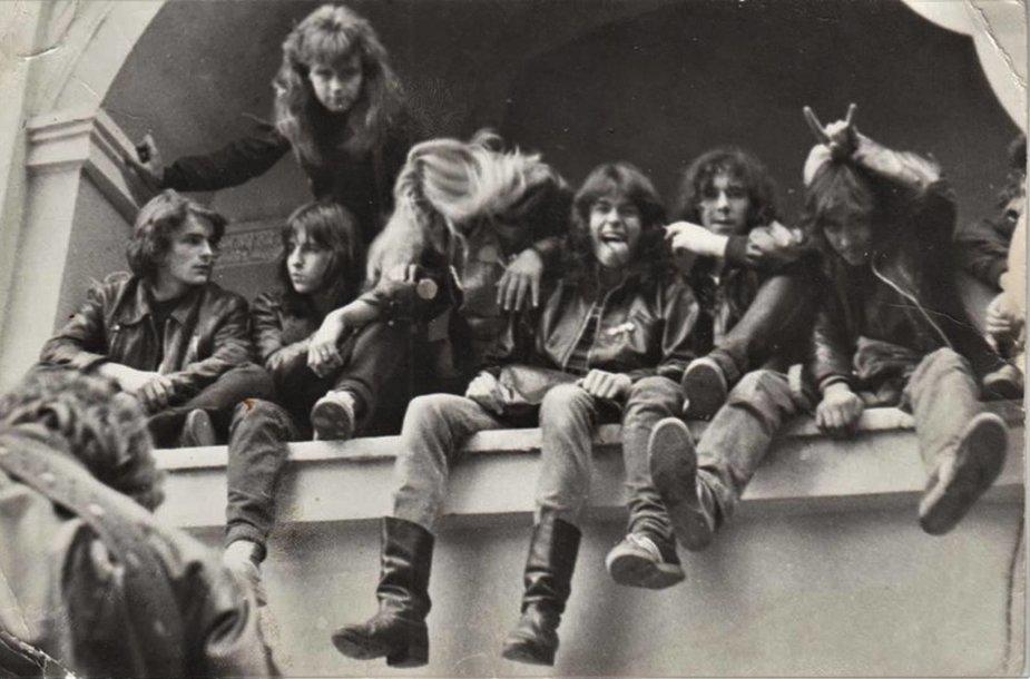 """Grupė metalistų, sunkiojo metalo stiliaus muzikos gerbėjų, festivalyje """"Vilnius Punk-88"""". 1988 m. rugsėjo 1 d."""