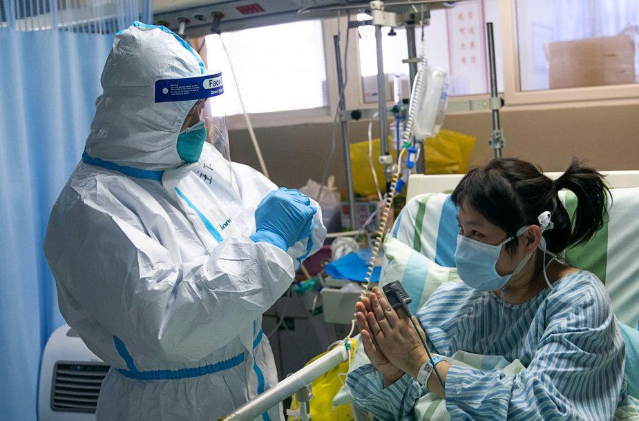 Koronavirusu užsikrėtusios pacientės gydymas Kinijoje