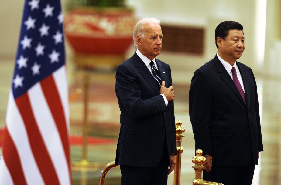 Joe Bidenas ir Xi Jinpingas 2011 metais