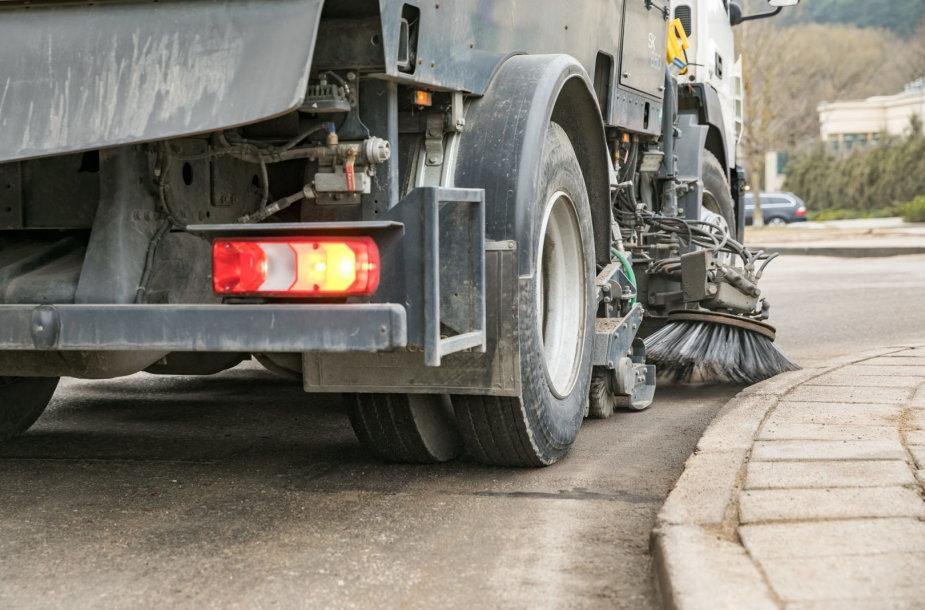 Vilnius švarinasi: valant gatves surinkta 516 tonų nešvarumų